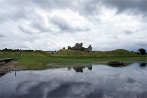 Shannon Boat Hire Gallery - Cruising past Clonmacnoise