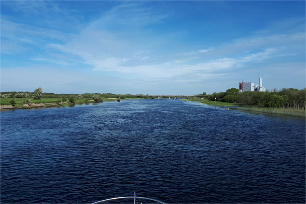Shannon Boat Hire Gallery - Approaching Shannonbridge.