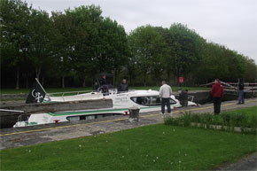 Shannon Boat Hire Gallery - Taking a Magnifique through a Lock