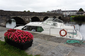 Shannon Boat Hire Gallery - Moored at Rooskey