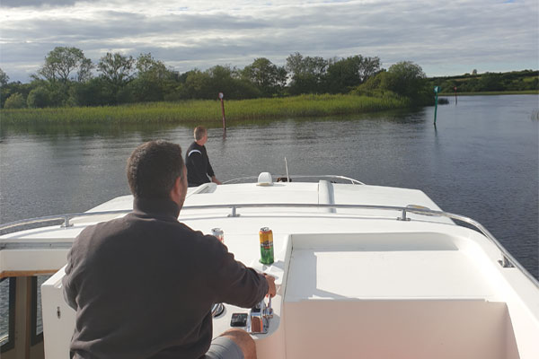 Shannon Boat Hire Gallery - Right a bit, right a bit...