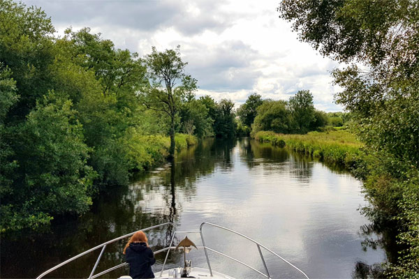 Shannon Boat Hire Gallery - Cruising upriver to Scarriff