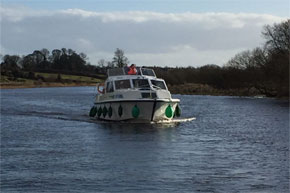 Shannon Boat Hire Gallery - Cruising lock Boderg in March