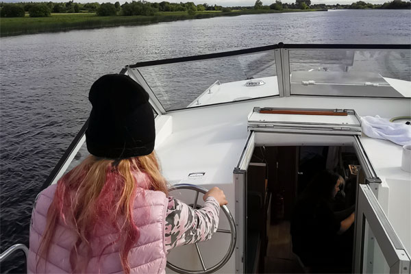 Shannon Boat Hire Gallery - Full steam ahead
