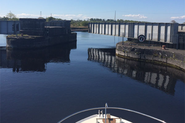 Shannon Boat Hire Gallery - Passing through the swing-bridge at Portumna