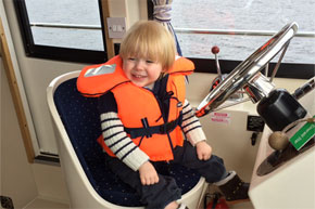 Shannon Boat Hire Gallery - If only I could reach the wheel I'd show you...