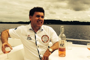 Shannon Boat Hire Gallery - Relax and have a drink
