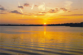 Shannon Boat Hire Gallery - Sunset over the river.