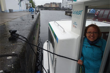 Shannon Boat Hire Gallery - You don't have to stay there, you can tie the rope to the cleat...