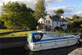 Shannon Boat Hire Gallery - At a lock on the Shannon-Erne waterway