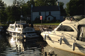 Shannon Boat Hire Gallery - Boats going through a lock