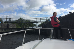 Shannon Boat Hire Gallery - Learning the ropes in a lock