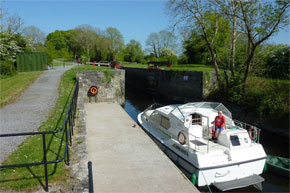 Shannon Boat Hire Gallery - Mind the gates...