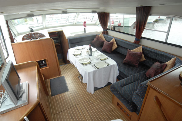 The Saloon leading to the rear cabins on the Silve