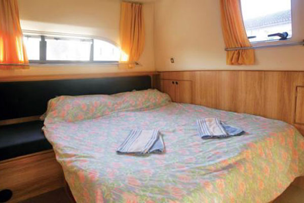 Rear sleeping cabin on the Clipper hire boat.