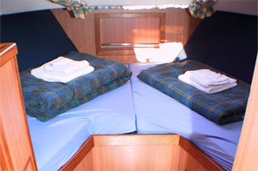 The Forward Twin/Double Cabin on the Noble Commander hire Boat