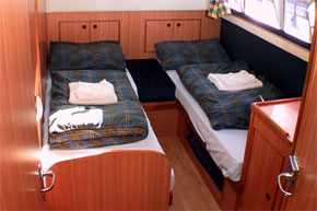 Twin Cabin on the Noble Commander hire Cruiser, converts to double cabin