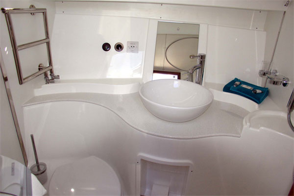 Bathroom on the Noble Duchess hire boat