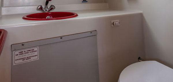 Bathroom on the P1107W Penichette