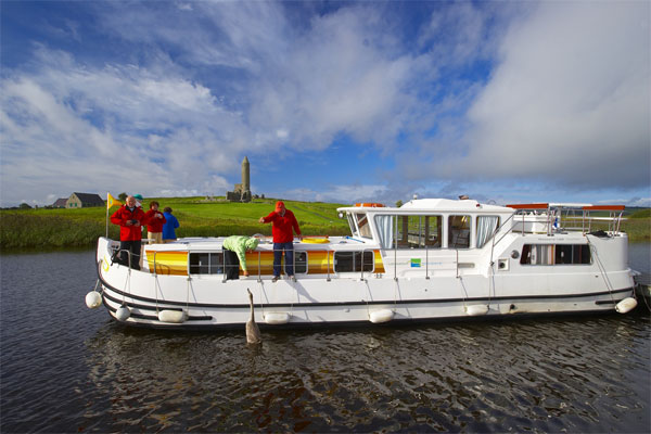 Shannon River Boats for Hire in Ireland - P1400 Flying Bridge