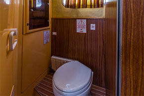 Bathroom on the P1400FB hire boat