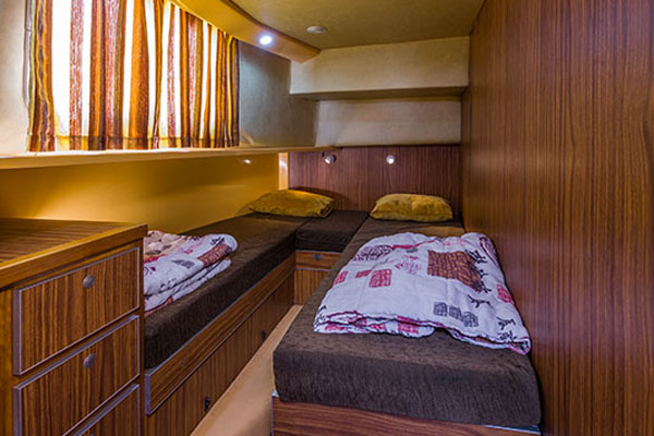 Cabin with twin beds on the P1400FB hire boat.