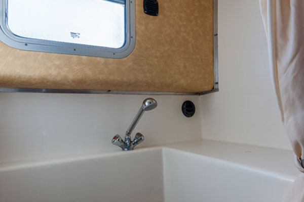Bathroom on the P1500R Penichette Hire Boat