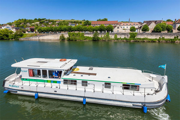 Shannon River Boats for Hire in Ireland - P1500 R Aft Deck