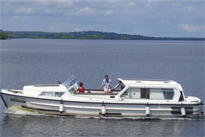 The Lough Ree 1135 with the sliding roof closed.