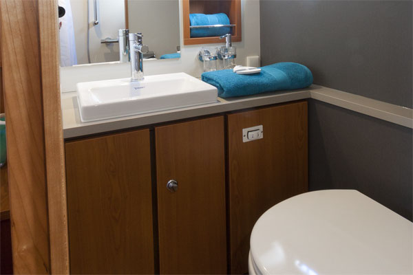 Aft bathroom on the Linssen 35.0AC Hire Boat.