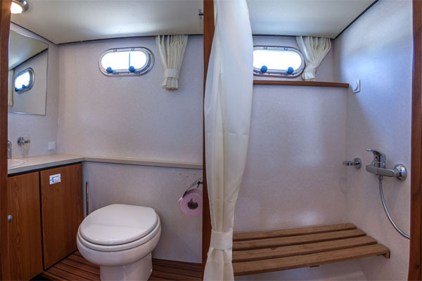 Bathroom on the Linssen Grand Sturdy Hire Boat.