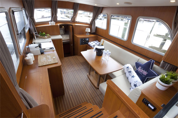 Saloon on the Linssen 35.0AC Hire Boat.