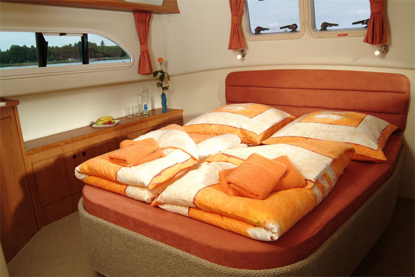 Forward cabin on the Longford Class hire boat.