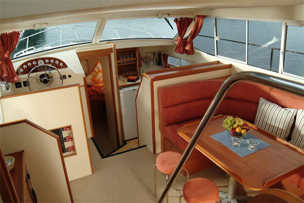 Saloon and Galley on the Longford Class hire boat.