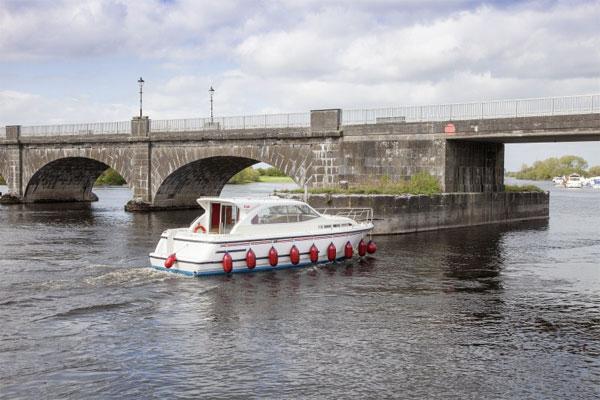 The Silver River 4+2 berth hire cruiser