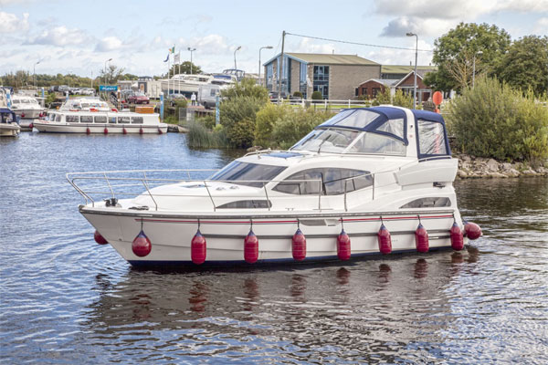 The Silver Shadow 4+2 berth hire cruiser