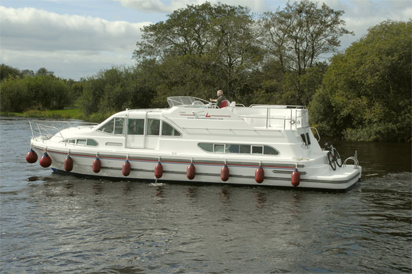 New for 2011, The 6+2 berth Silver Spirit Cruiser on the Shannon river.
