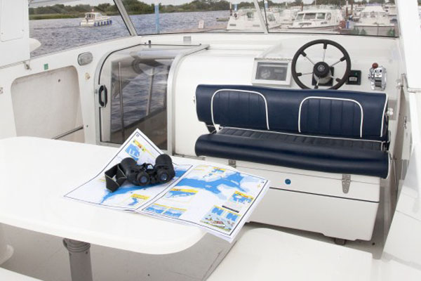 Flybridge steering position on the Silver Swan Hire boat