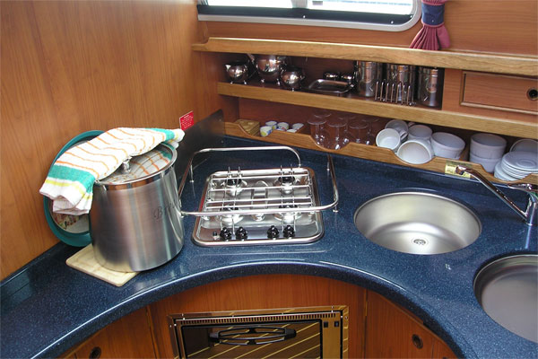 Cooker and Oven on the Silver Spray Hire Boat.