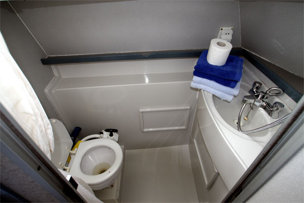 Aft bathroom on the Waveearl hire cruiser.