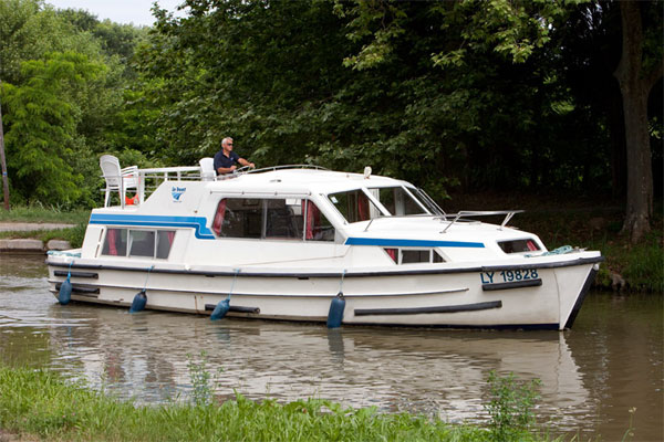The Corvette 4 berth cruiser for hire on the Shannon River in Ireland