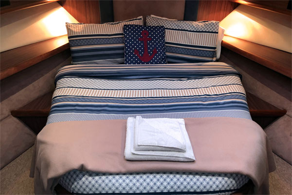 Sleeping Cabin on the Noble Emperor Hire Cruiser