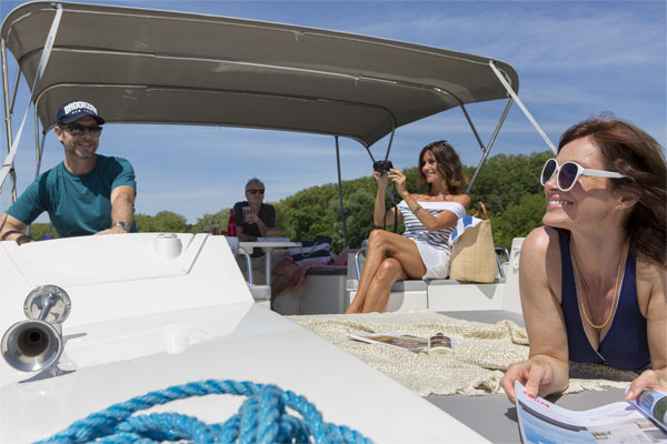 The spacious 'fundeck' on the Horizon 3 hire cruiser