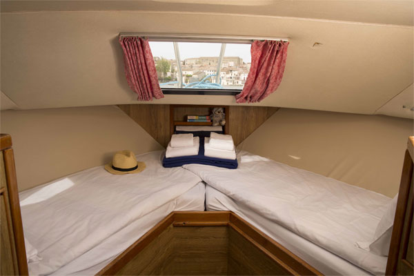 The Cabin on the Lake Star cruiser