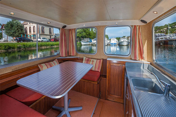 Saloon/Dining area on the P935W hire boat.