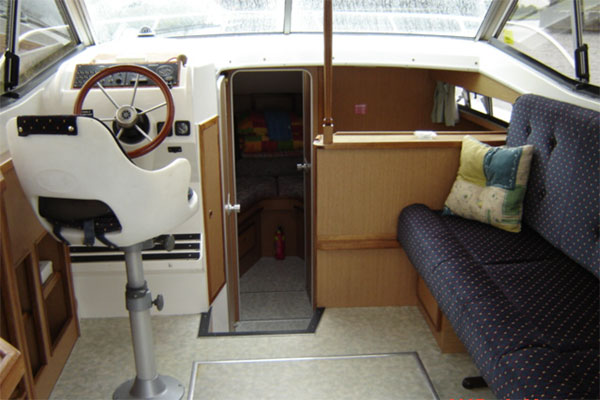 The steering and saloon are of the Silver Stream Cruiser.