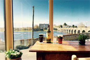 Panoramic views of the River Shannon & Napoleonic fortifications. Heritage Bar & fireplace dating back to 1700. Food served & great live music.