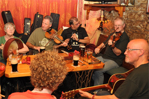 A lively welcoming spot, offering award-winning gourmet bar food Thursdays-Sundays, trad music sessions at weekends & a warm welcome from staff & locals alike.