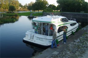 Shannon River Boat Hire Travel Guide - Lanesborough