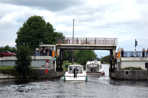 Boats going under the lifting bridge at Tarmonbarry